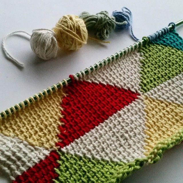 Tunisian play thanks to @poppyandbliss new Tunisian Triangles pattern.  Top job Michelle.  #crochet #crochetaddict #stashbusting #tunisiancrochet