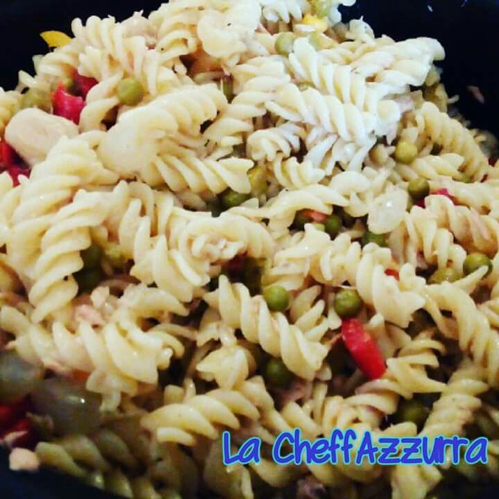 #pasta #fredda (all' #insalata )... #pronta! E Voi?  Cosa mangiate a #pranzo?  #lacheffazzurra #foodporn #food #foodblogger #foods #instalike #instagood #italy #italianfood #cibo #ciboitaliano #cibosano #kitchen #gialloblogs #giallozafferano #goodfood #fusilli #piselli #tonno #bloggeritalia #instagram #foodpic #foodphotography #instaphotos #instaphotography