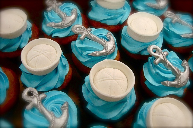 sailor hats and anchors....on cupcakes!!!