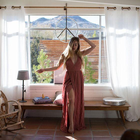 Get this look: http://lb.nu/look/8580037  More looks by Jordan Rose: http://lb.nu/astrobandit  Items in this look:  Wanderlust + Co Ava Gold And Rose Choker, The Jetset Diaries Getaway Maxi Dress   #artistic #bohemian #romantic