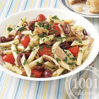Салат с макаронами, тунцом и помидорами