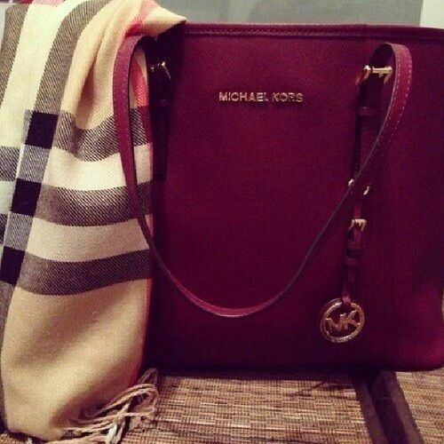 Michael kors purse,really cheap!Top quality with most favorable price $26.9. Get it now
