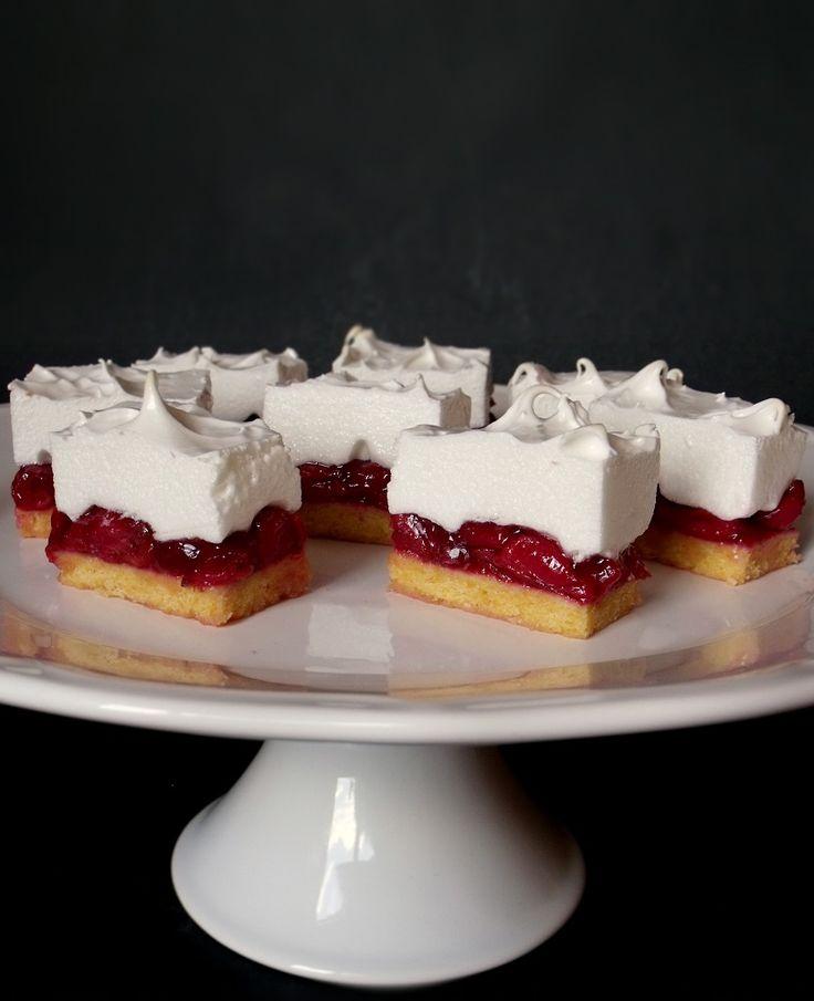 Habos meggyes sütemény