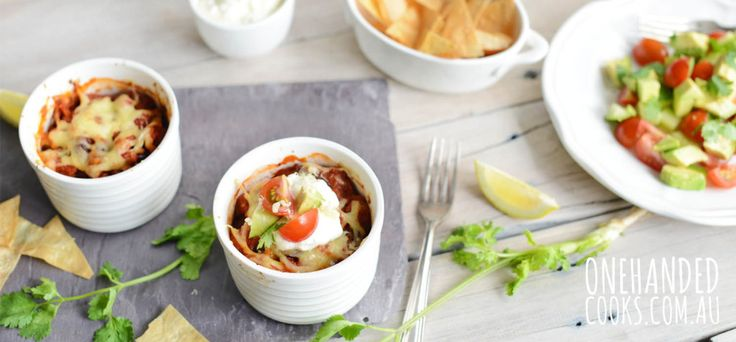 HEALTHY NACHOS: A healthy twist on nachos that the whole family can enjoy. Sure to be a new family favourite. #onehandedcooks