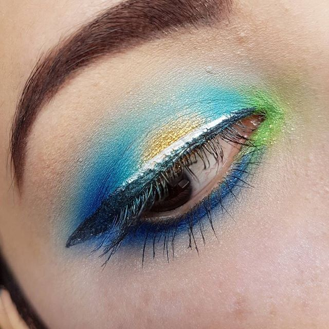 My latest look  @sugarpill Sparkage, After party, Velocity, Goldilux, home sweet home @nyxcosmetics @nyxcosmetics_de white eyeliner @artdeco_cosmetics liquid Starliner No. 20  #sugarpill #eotd #makeupmafia #makeupaddict #beautyaddict #beautyjunkie #beautyblogger_de #beautyblogger #makeup #makeuplook #look #boldmakeup #colourfulmakeup #urbandecay #clownola #clownolaforever #lookoftheday #shrinkle #artdecoinsaneannimakeup
