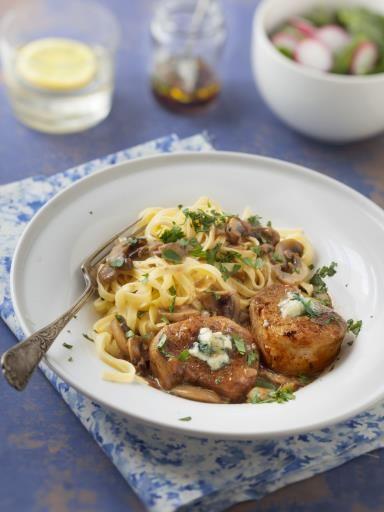 roquefort, poivre, échalote, crême fraîche, champignon, beurre, porto, sel, cognac, filet mignon