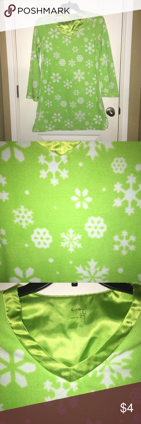 Christmas pajamas Green fleece Christmas nightgown with white snowflakes, super cute for Christmas! Missoni for Target Intimates & Sleepwear Pajamas