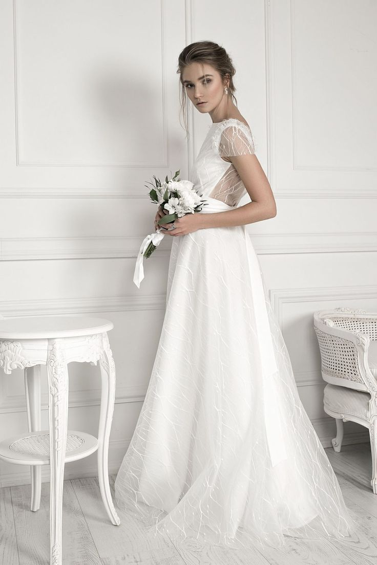 Raquette bridal collection infuses clean lines with neo