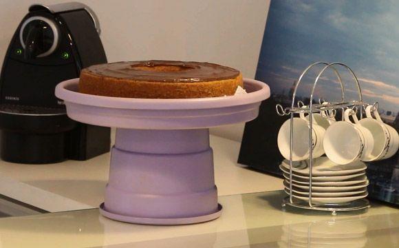 Prato de bolo com vaso de planta