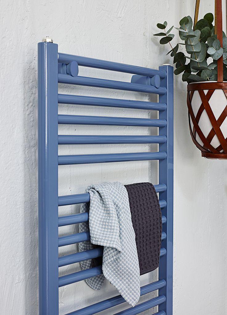 Handdukstorken Purmo Flores i färgen Pigeon Blue som syns på bilden ovan ger ditt badrum en karaktär, samtidigt som du får en behaglig temperatur med snabb värme.