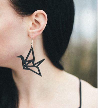 supercoole hangers, nieuw in de shop! https://www.linnenenlimoen.com/oorbellen/hangertjes/origami-vogels-zwart