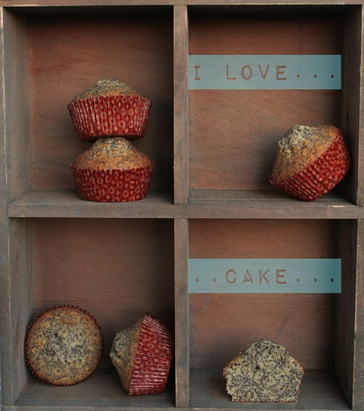 Ensød gammel kollega fortalte mig om nogle lækre birkes-muffins, hun var blevet vild med, og frøken Cute Carbs skulle selvfølgelig afprøve dem, så her har I min egen version af de lækre birkes-muffins, som er proppet med sunde birkesfrø.   Opskriften: 12-14 muffins  1,5 dl birkesfrø....
