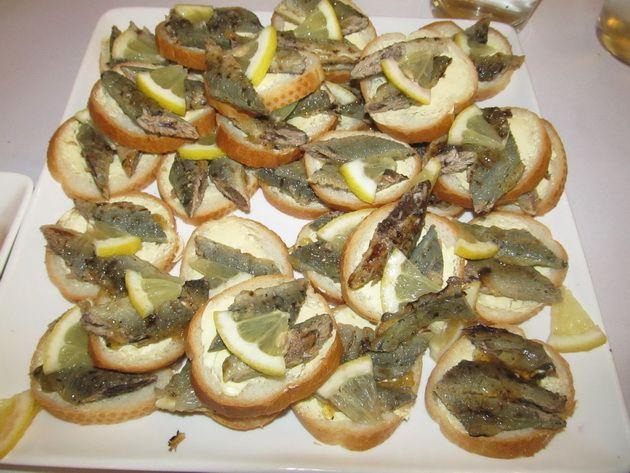 Добрая латышская кухня! Бутерброды со шпротами.