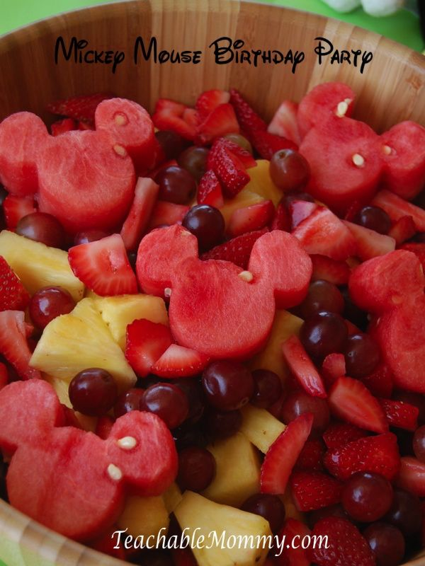 DIY Disney fruit salad recipe. Use a small Mickey shaped cookie cutter to make a Mickey Mouse fruit salad. OMG I love this!