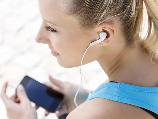 Workout anywhere for free with these exercising smartphone apps.