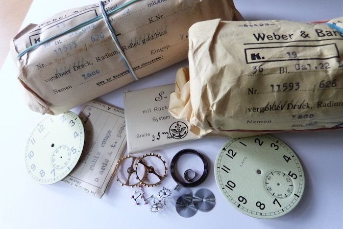 B-Uhr-parts1155mm B-Uhr Parts was also in the rubbish container ! This watchparts and watches were delivered to the Deutsche Luftwaffe. This parts are also original packed in 1944 !!!!!!  Parts with dials... Original packed !
