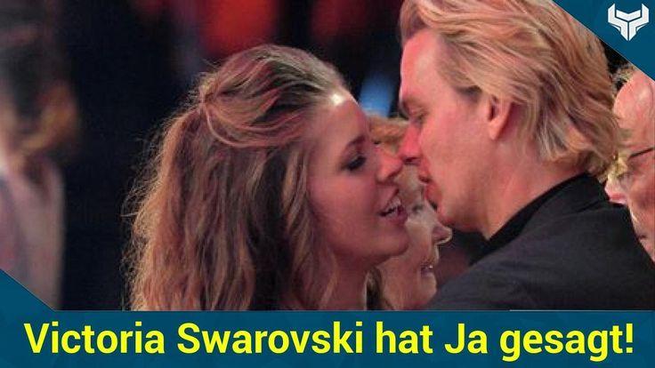 Promiauflauf am schönsten Tag ihres Lebens: Victoria Swarovski (23) hat sich getraut und ist nun eine verheiratete Frau! Vier Wochen nach ihrer standesamtlichen Hochzeit in Kitzbühel hat sich die Swarovski-Erbin nun auch vor Gott das Ja-Wort gegeben  und vor einer Menge Stars & Sternchen!   Source: http://ift.tt/2rAYx9U  Subscribe: http://ift.tt/2rpAiaG der Haube: Victoria Swarovski hat (nochmal) Ja gesagt!
