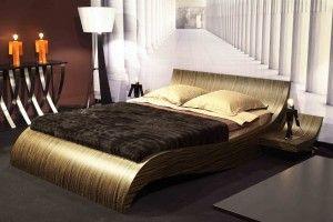 Probador de camas de lujo. Posiblemente sea el trabajo más relajante del mundo: dormir en camas de lujo para probar su calidad. El trabajo consiste en tumbarse en una cama de lujo, en mitad de una tienda de camas, y dormir de 10 de la mañana a 6 de la tarde, y luego hablar sobre la experiencia en un blog. El único requisito es tener un sueño profundo!