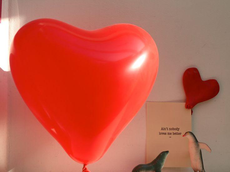 Set van 10kaarten liefdesverklaring valentijn liefde rood hart ballon relatie geschenk idee verrassing cool origineel hartjesballon tekst ja door uneLigneaLine. Shop deze set op :  https://www.etsy.com/nl/shop/unelignealine #Etsygifts#Etsysucces