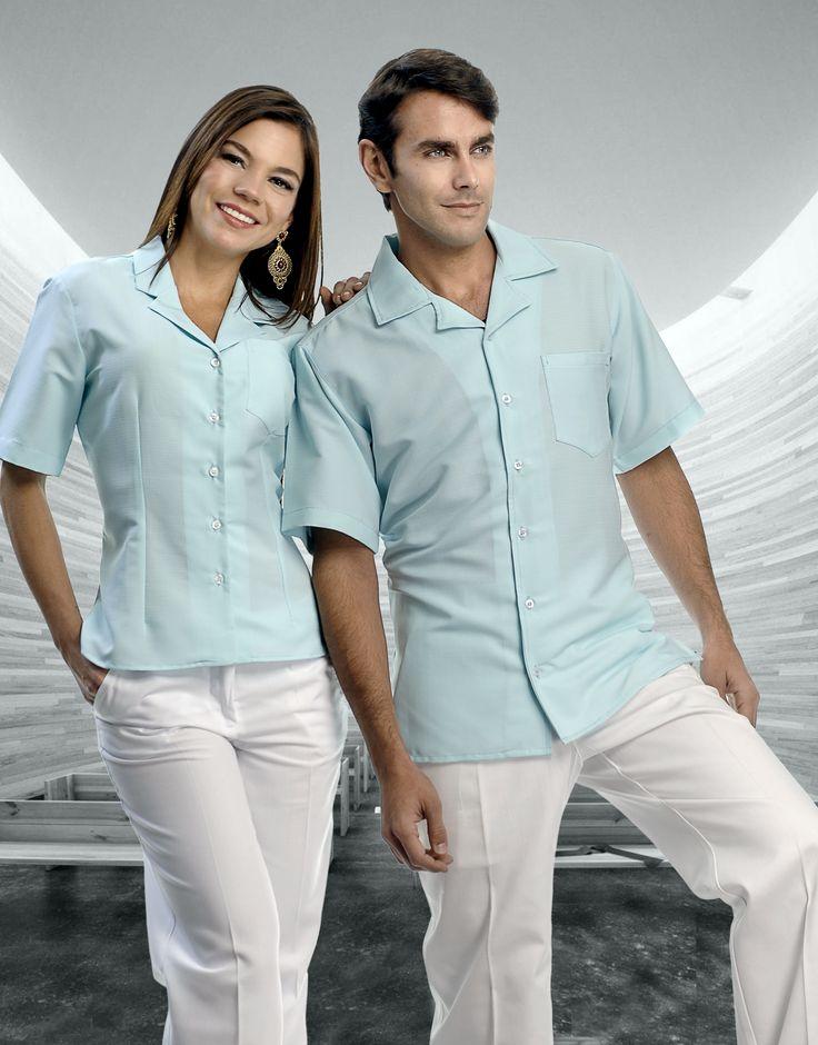 Uniforme unisex de dos piezas en colores azul cielo y blanco http://www.creacionesred.com.mx/