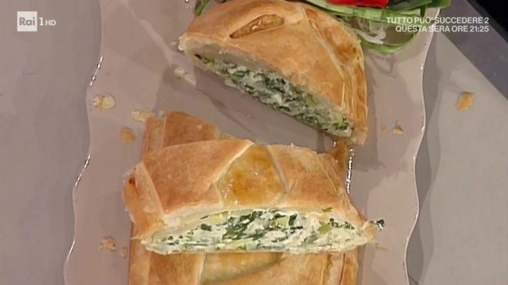 """La ricetta dello strudel di erbe di Anna Moroni proposta nella puntata del 20 aprile 2017, a """"La prova del cuoco"""". Una torta salata deliziosa!"""