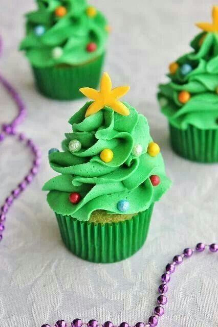 Christmas tree mini cupcakes for #Christmas in July!!! ❤️Aline
