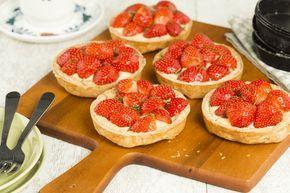 Deze bladerdeeg taartjes zijn echt om op te eten! Heerlijk met banketbakkersroom een aardbeien!