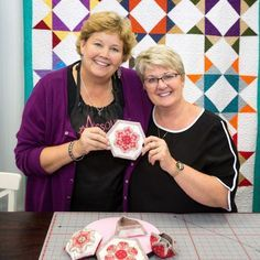 Video Tutorial: Intro to English Paper Piecing with Sue Daley!