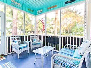 Pet Friendly Cottage with Cozy Screened Porch and Fenced Yard and Only 2 Blocks to the Beach