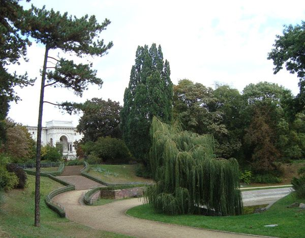 magdeburg elbuferpromenade   Sehenswertes - Geschwister-Scholl-Park nahe der Magdeburger City