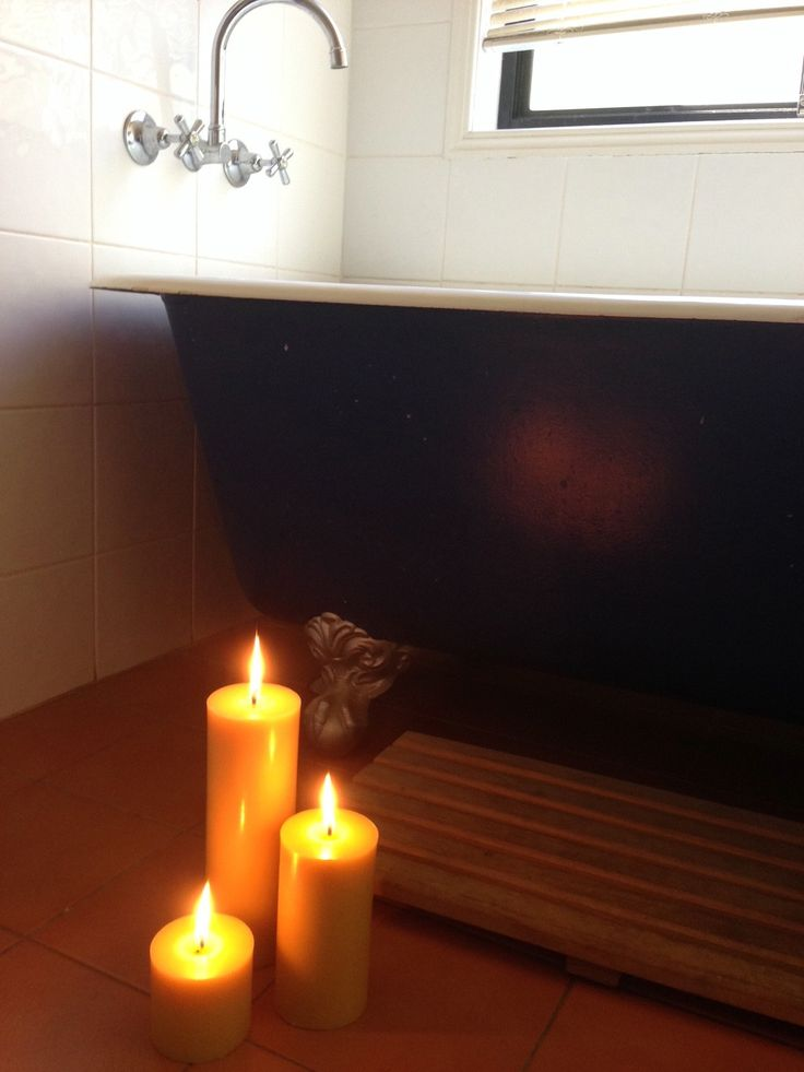 Candle light in the bathroom... perfect!