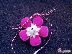Martisor lucrat manual floricica