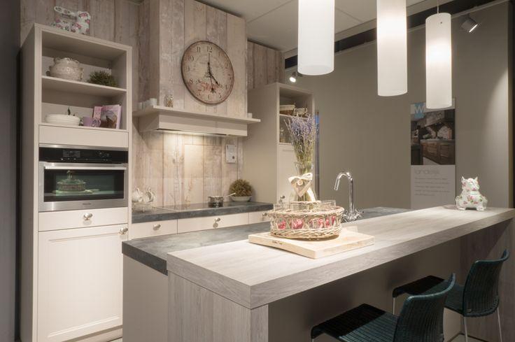 Luxe Pantry Keuken : Eiland keuken van het merk Sch?ller in landelijke stijl. De keuken