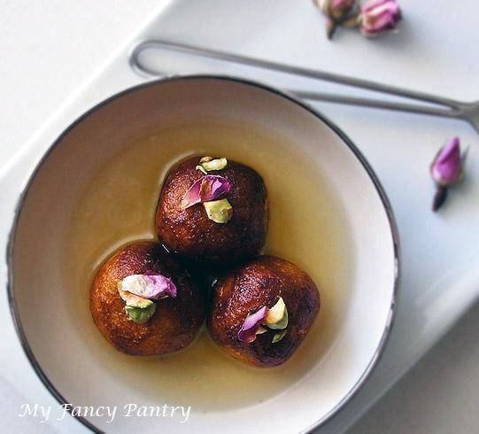 gulab jamun: Asian Sweet, Indian Gulab, Jamun Desserts, Diwali Sweet, Food Inspiration, Indian Desserts, Sweet Tooth, Desserts Indian, Gulab Jamun