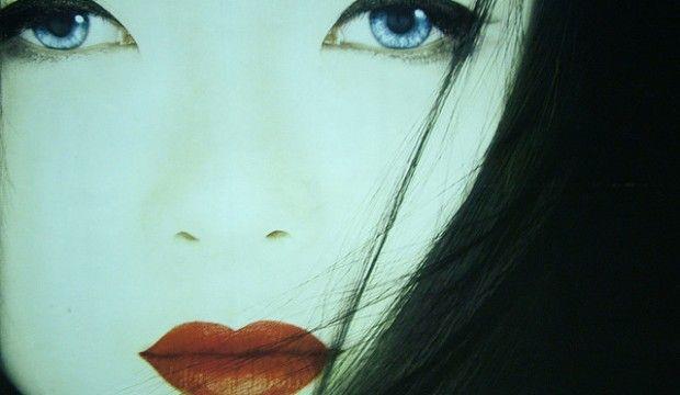 Secretos de belleza al estilo de una Geisha. Las geishas empezaron a utilizar un maquillaje de pasta blanco hecho a partir de polvo o harina de arroz en el siglo XVI. Su piel blanca y delicada era sinónimo de belleza. http://riceworldwide.com/secretos-de-belleza-de-una-geisha/