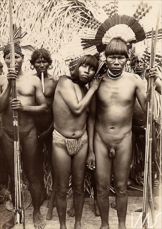 Índios da tribo Carajás Anônimo