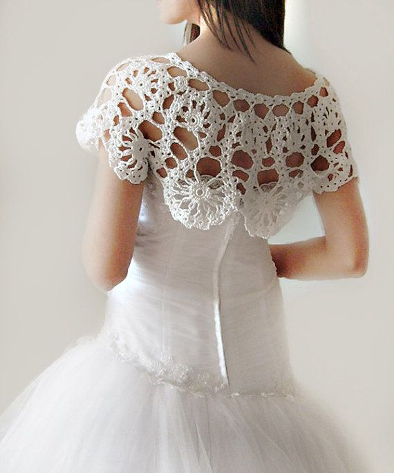 Lace Bridal Shrug Crochet Capelet ♪ ♪ ... #inspiration_crochet #diy GB http://www.pinterest.com/gigibrazil/boards/