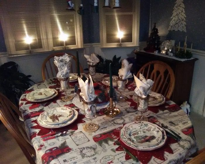 1ad6d21211afc2be0402211558b95f2d - Better Homes And Gardens Holiday Edition Tablecloth
