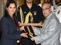 <div>This is a proud moment for all Sania fans.</div><div>Tennis star Sania Mirza was awarded the Rajiv Gandhi Khel Ratna award even as a petition was filed in court, challenging the Ministry's decision.<br></div><div><br></div><div>Sania Mirza is the second tennis star in India to receive this prestigious award.</div><div>Congratulations~</div><div><br></div> itimes.com