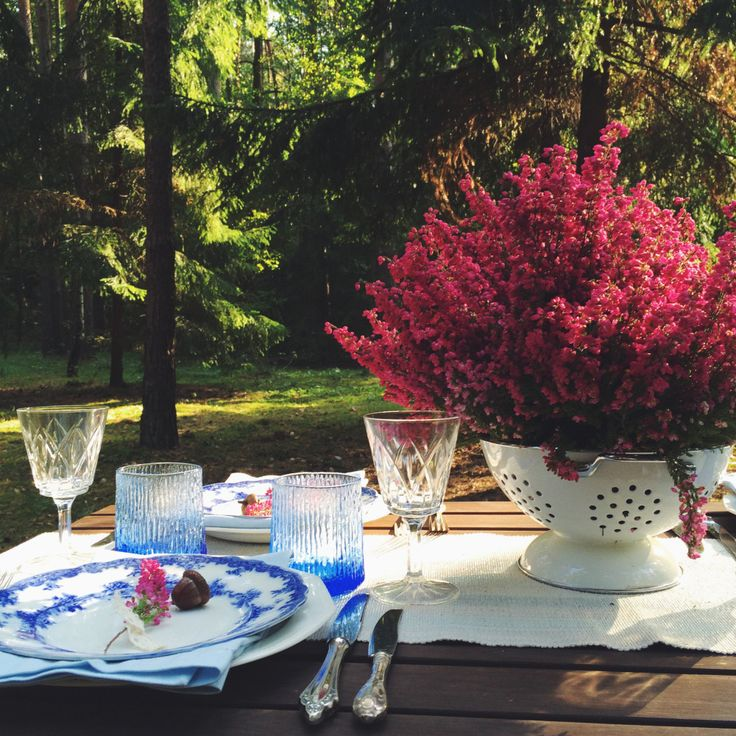 Blue and white, antique English porcelain plates. Heather placed in colander - DIY inspiration.