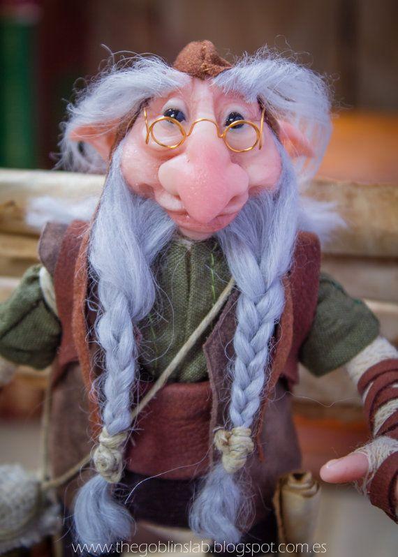 OOAK criatura fantástica mascota duende sabio por GoblinsLab. OOAK Dolls *The Artist Web ( GoblinsLab ) :https://goo.gl/0Cc6op /  Criaturas Míticas hechas a mano, por el artista plástico  Moisés Espino. The Goblin´s Lab. Madrid, España. Hadas, Duendes, Trolls, Brownies, Goblins, Fairies, Elfs, Trolls, Gnomes, Pixies....Quieres adoptar a una criatura? *GoblinsLab Facebook: https://goo.gl/S39lGQ  /  http://goblinslab.deviantart.com/