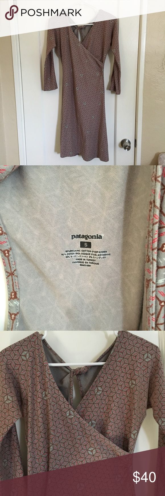 Patagonia Dress Patagonia dress size small in good pre-owned condition. Geometric pattern, mid-length. Keyhole back, v-neck front. Patagonia Dresses Midi