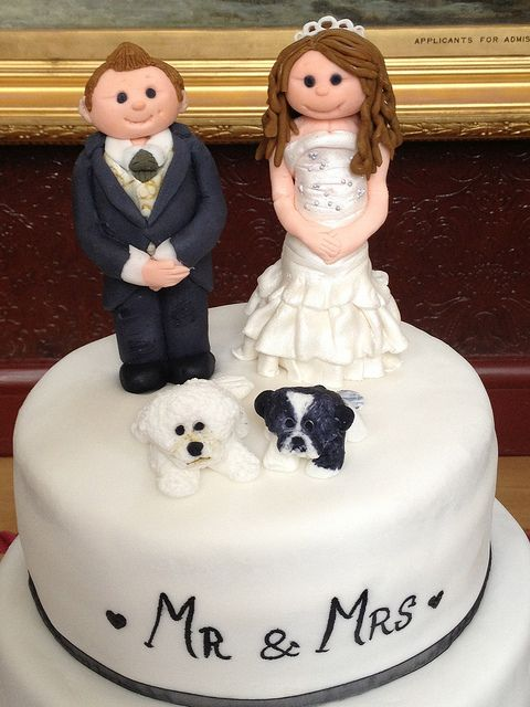 #Groom and #Bride #Fondant #WeddingToppers with their cute dogs for #WeddingCake