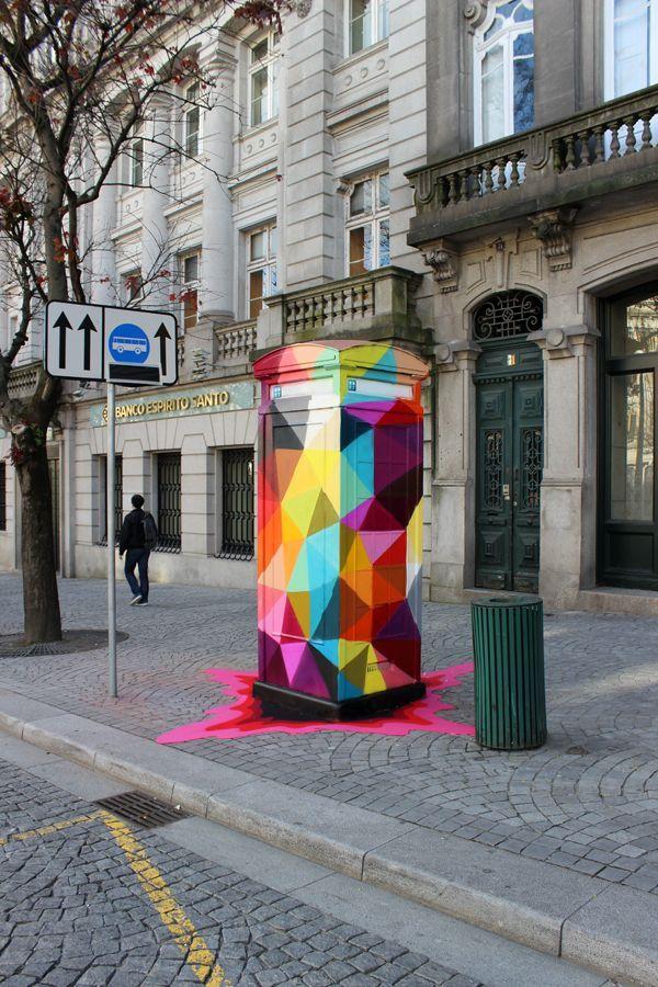 Porto, Portugal   Esta ideia é super criativa e bastante colorida, o que para um pavilhão de artes, neste caso, assentava na perfeiçao numa parede dando assim mais vida e mais cor. (Texto de aluno)
