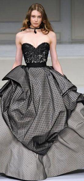 Tendance Robe De Mariée 2017/ 2018 : Oscar de la Renta fall gown. Amazing how the prints and fabrics work well togeth...