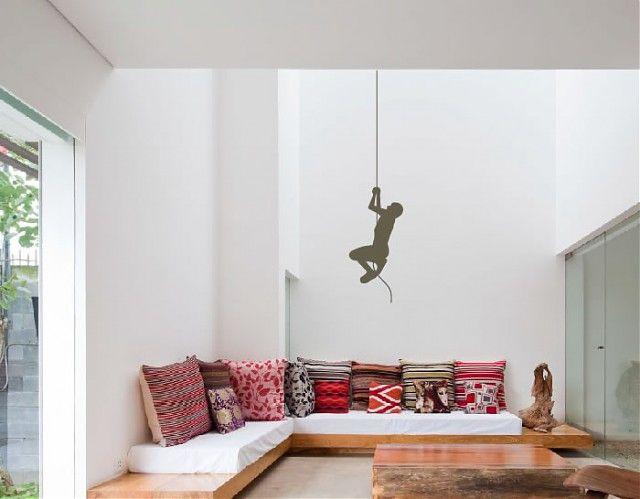 Vinilo decorativo con un motivo gracioso y desenfadado, ideal para personalizar cualquier estancia de nuestro hogar.