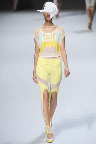 Issey Miyake Spring 2012 Ready-to-Wear