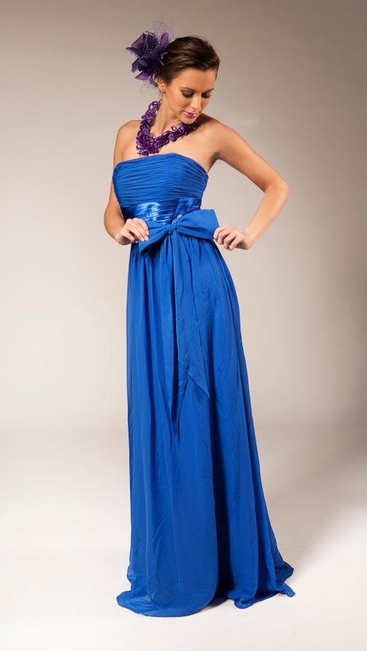 Long blue evening dress | Lang blauw avondkleed | Cette longue robe taille empire d'un bleu électrique est magnifiée par une large ceinture satin sous poitrine et un gros nœud à la taille | Anne-Sophie SMARTSHOPPING