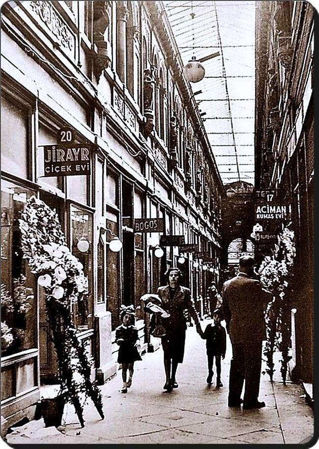 İstanbul _ Beyoğlu / Avrupa pasajı - 1940 lar
