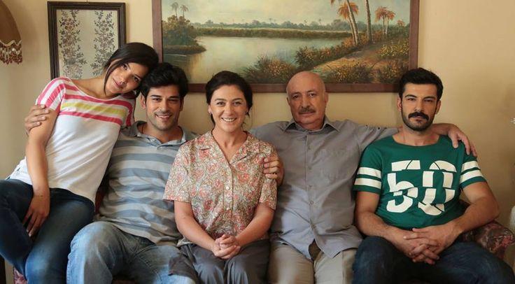 Kemal'in (Burak Özçivit) ailesi: anne (Fehime)Zeyno Eracar, baba (Hüseyin) Orhan Güner, kardeşler Rüzgar Aksoy (Tarık) ve (Zeynep) Hazal Filiz Küçükköse
